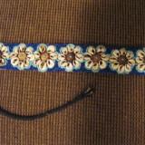 Curea cu aplicatii manuale de margele si scoici - tesatura textila