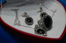 Set de argint 925 inel , cercei,lantisor, medalion /pandantiv,  cu piatra onix neagra,+cutie inima, NOU foto