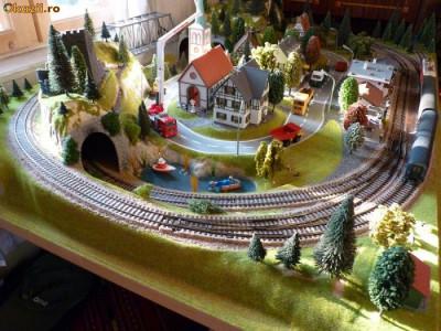 Macheta feroviara cu trenulete pe scara HO foto