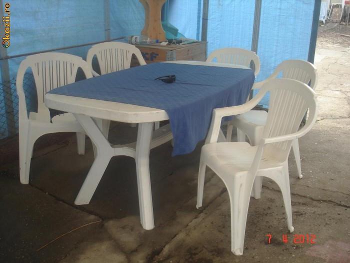 Mese de plastic cu scaune