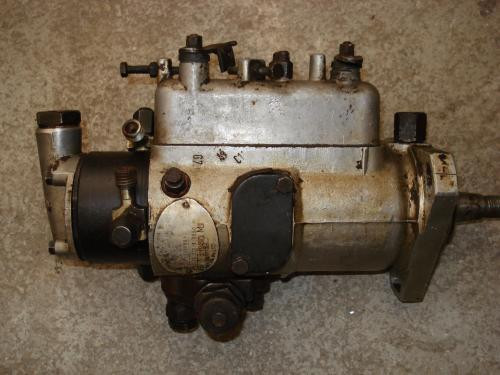 Pompa injectie tractor U-445 DT foto mare
