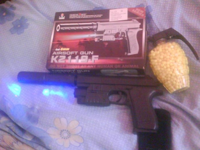 pistol cu aer comprimat si bile tip airsoft foto mare