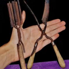 AuX: Doua Instrumente Vechi Pentru Ondulare Parului/cleste de par/ Ondulator.