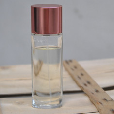 CLINIQUE HAPPY APA DE PARFUM FLACON DE 50 ML RAMAS CAM 45 ML - Parfum femeie