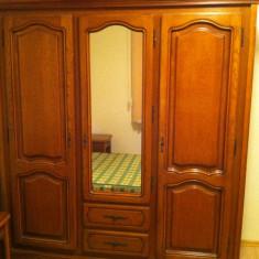 Dormitor din lemn in stare excelenta - Set mobila dormitor