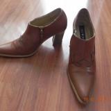 Pantofi/ ghetute/ botine stil ciocata de dama culoare maro camel m 36