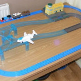 TOMY TRACKMASTER Thomas the Tank Engine - Sodor Airport Jeremy Track Set - ( transport gratuit la plata in avans )