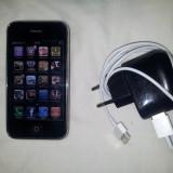 Iphone 3g cu cablu de date si incarcator