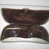 Ochelari vechi marca Dobos Institut Optique Special Timisoara din bachelita cu brate pe sistem arc