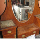 Vand mobila veche dar si frumoasa.