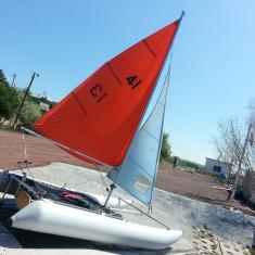 Barca cu vele, Interior, Benzina, Numar motoare: 1, Pneumatica, Particular - Catamaran Gonflabil
