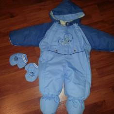 Vand Salopeta / Costum schi pentru copii 3-6 luni ( tip cosmonaut dintr-un bucata/ fis iarna), culoare albastru, inaltime de la umar la calcai 54 cm