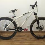 Bicicleta Mountainbike Dirt Street UMF HARDY Steel Rock Shox PIKE, 15 inch, 26 inch, Numar viteze: 1, Otel, Alb