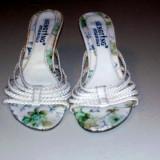 papuci albi ,marimea 37