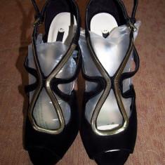 Sandale dama Zara, Marime: 39, Negru - Sandale Zara noi, din catifea