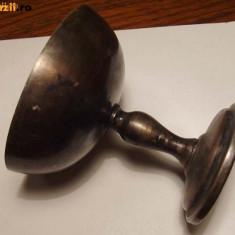 Pahar cu picior tip sampanie din metal argintat