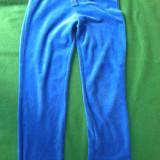 Pantaloni de trening, material bbc catifelat pt fete de 9-10 ani, de la YoungDimention. Stare excelenta.