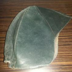 Casca de piele pentru masini decapotabile - obiect vestimentar vechi