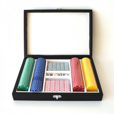 Set poker: carti de joc, zaruri, 200 chipsuri