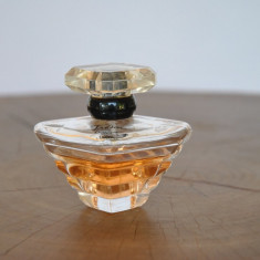 TRESOR de LANCOME / EDP FLACON 50 ML RAMAS JUMATATE - Parfum femeie Lancome, Apa de parfum