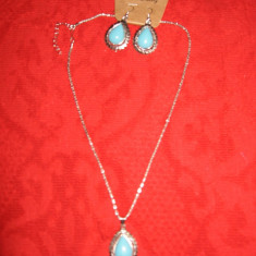 SET lant, pandant si cercei, metal argintiu, pietre bleu, NOU