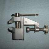 MENGHINA mica de banc Deschidere 40mm. Din metal Ideala in ateliere si works