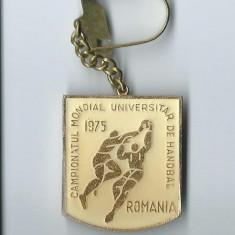 Breloc Campionatul Mondial Universitar de Handbal / Romania 1975 - Insigna fotbal