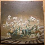 Vas de lut cu flori de colt tablou natura statica moarta ulei pe panza 25x25 cm - Pictor roman, An: 1986, Realism