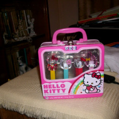 PEZ - HELLO KITTY - 4 COLLECTIBLE DISPENSERS -CUTIE METALICA - FABRICAT USA