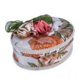 Cutie de bijuterii ovală - acoperită cu catifea, cu o fundă şi trandafiri