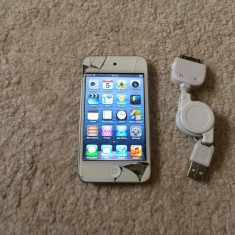 iPod Touch Apple 4th gen Retina 8 Gb camera fata-spate soft 6.1.6 TouchScreen Crapat, 4th generation, Alb