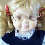 Micuta cu ochelari,papusa de colectie din portelan  marcata.