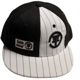 Sapca hip - hop - TH - negru cu alb