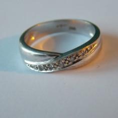 Inel aur alb 9k cu diamante