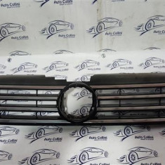 Grila radiator VW Passat An 2011-2014 cod OEM 3AA853653 In stare buna