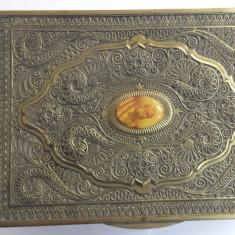Veche Cutie Wilhelm pentru Trabucuri cu medalion Imparat Franz Joseph Austria - Tabachera veche