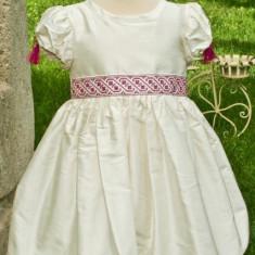 Rochita traditionala Anna (Masura: 5 ani)