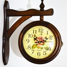 Ceas de perete - Ceas din lemn cu doua fete - Produs Nou