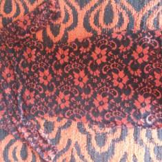 Rochie de seara - Rochie din dantela rosie cu imprimeu floral negru