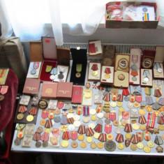 Lot imens medalii, decoratii comuniste +10 role a 25 metri panglica - Decoratie