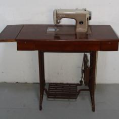 Masina de cusut Ileana UMC Cugir cu masa de lucru; Obiect decor fonta - Metal/Fonta