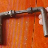 Vechi maner de usa din metal !!!