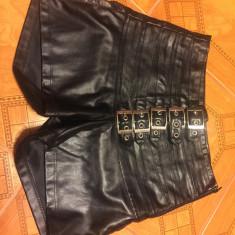 Pantaloni piele ecologica - Pantaloni dama, Scurti, Negru, Marime: 34
