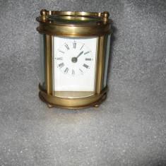 Ceas vechi de birou sau voiaj din bronz si sticla fatetata - Ceas de semineu
