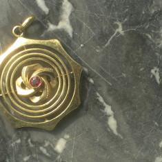 Pandantiv placat cu aur vintage